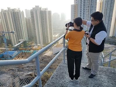學生參與攝影活動